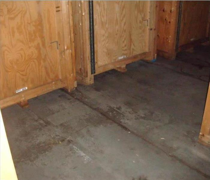 Dry flooring with wood storage